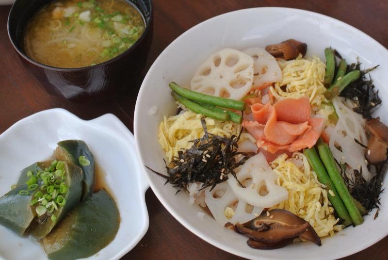 OHANAのサーモンちらし寿司